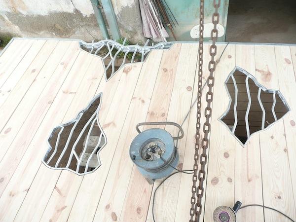 portón galvanizado en caliente de hierro forjado y madera, Alicante, Costa Blanca,