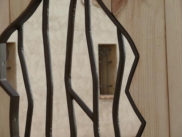 portón corredera automatizado de hierro y madera, Alicante, Costa Blanca,